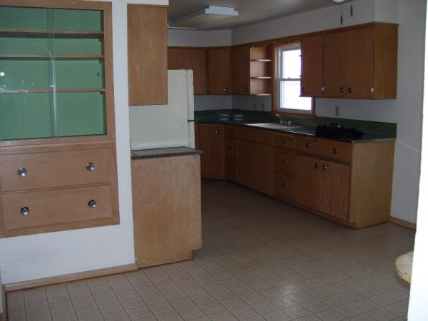 323 Samara Avenue - Kitchen