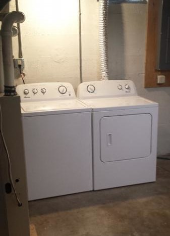 629 Campanile Ave in Brookings, SD - Washer and Dryer