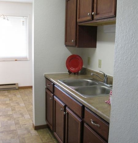 Huron Apartments in Huron, SD - Kitchen