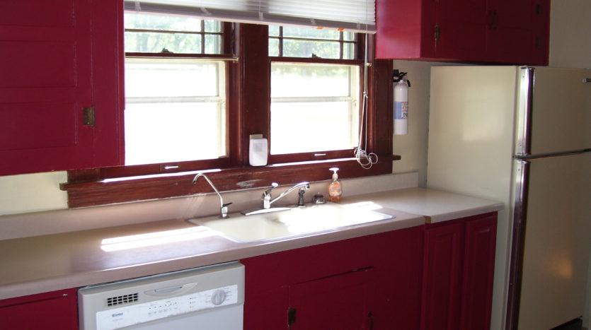 913 A/B 1st Street - Unit A Kitchen