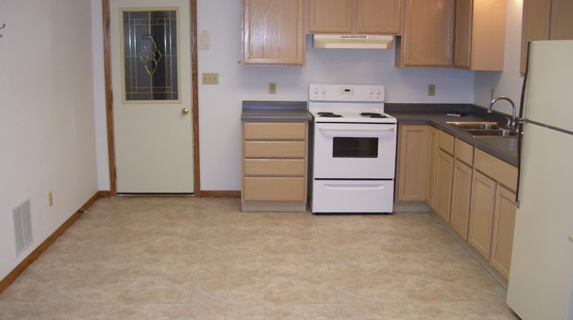 913 A/B 1st Street - Unit B Kitchen Entry