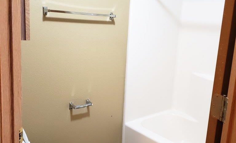 Three Oaks II Townhomes in Watertown, SD - Bathroom