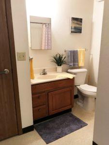 Sunrise Apartments in Yankton, SD - Bathroom