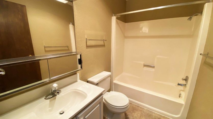 Colony West Townhomes in Watertown, SD - Bathroom (Alternative Layout)