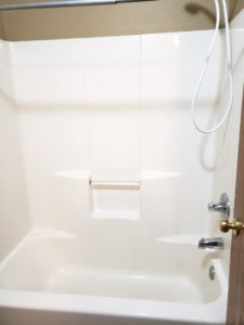 Three Oaks II Townhomes in Watertown, SD - Bathtub and Shower