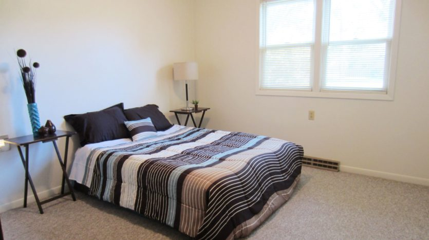 Village Green Apartments in Yankton, SD - Bedroom