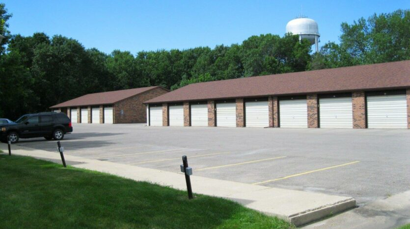 Briarwood Apartments in Brookings, SD - Garages