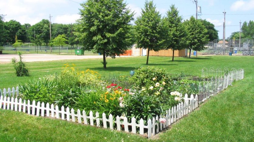 Canton Villa Apartments in Canton, SD - Landscaping