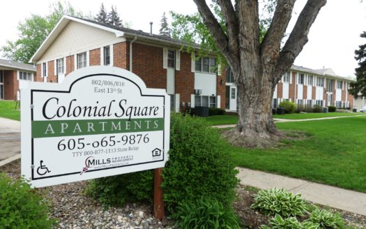 Colonial Square Apartments in Yankton, SD - Exterior