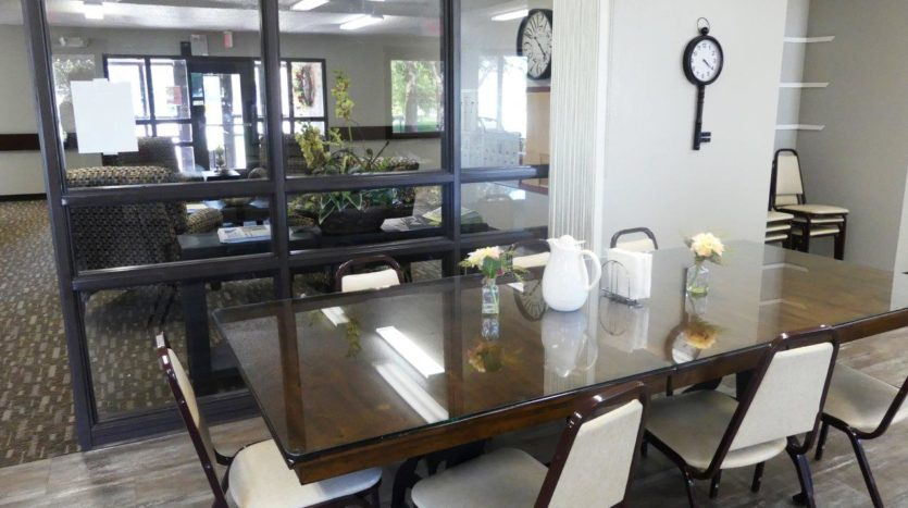 Arrowhead Apartments in Brookings, SD - Community Dining Area