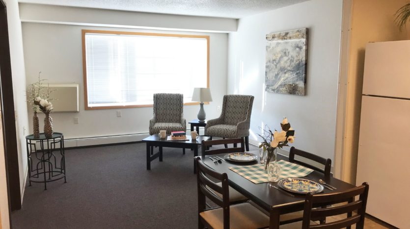 Pheasant Run Apartments in Brookings, SD - Dining and Living Room
