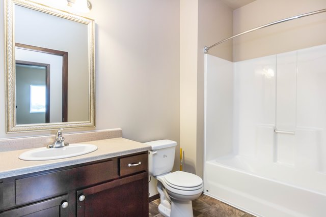 Edgerton Place Apartments in Mitchell, SD - Open Bathroom