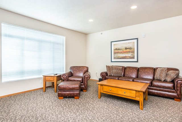Edgerton Place Apartments in Mitchell, SD - Community Room Relaxing
