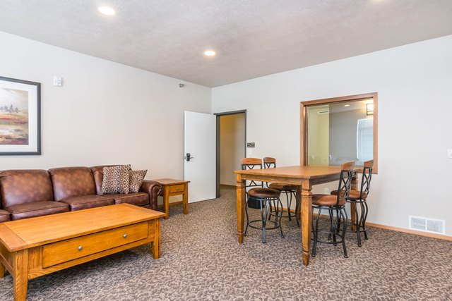 Edgerton Place Apartments in Mitchell, SD - Cozy Community Room