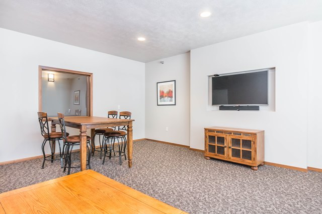 Edgerton Place Apartments in Mitchell, SD - Community Room Study Space
