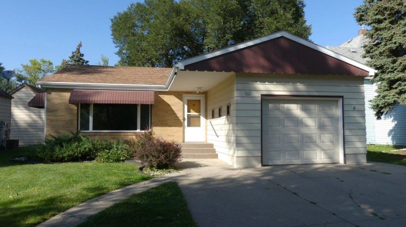 805 6th Street in Brookings, SD - Exterior
