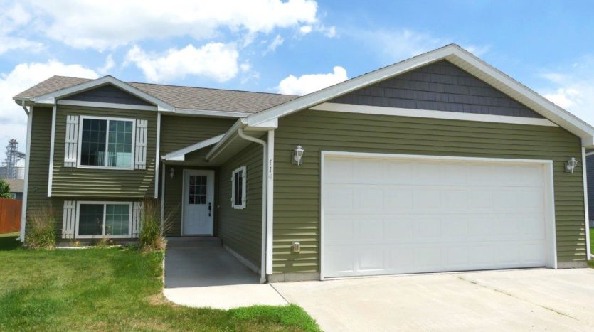 114 Brody Ave in Volga, SD - Front Exterior