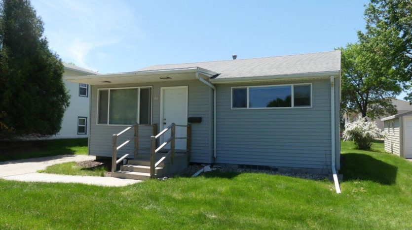 721 14th Avenue in Brookings, SD - Exterior