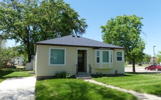 629 Campanile Avenue in Brookings, SD - Exterior
