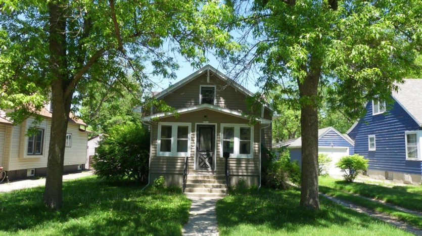 1211 4th Street in Brookings, SD - Exterior