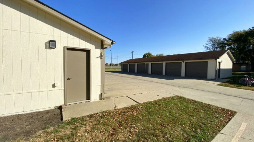Canton Villa Apartments in Canton, SD - Garages