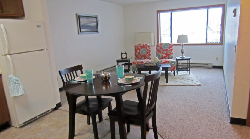 Sunchase Apartments in Brookings, SD - Dining Area