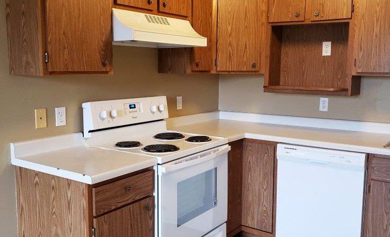 Three Oaks II Townhomes in Watertown, SD - Kitchen