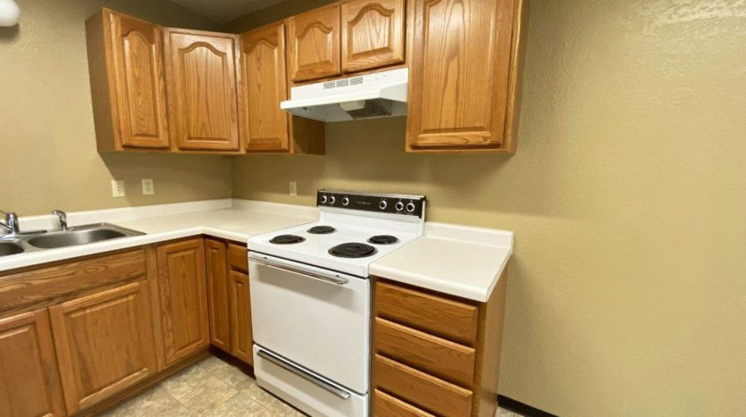 Colony West Townhomes in Watertown, SD - Kitchen Side View (Alternative Layout)