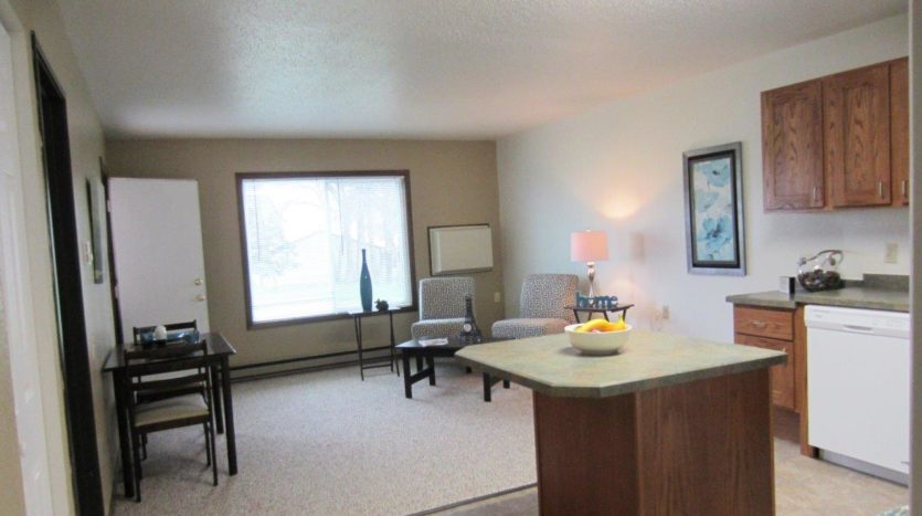 Arrowhead Apartments in Brookings, SD - Living Room