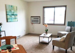 Sunrise Apartments in Yankton, SD - Living Room