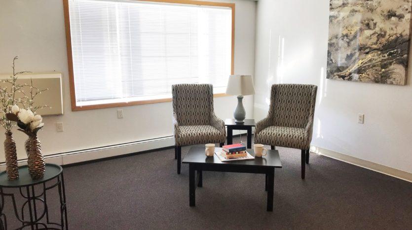 Pheasant Run Apartments in Brookings, SD - Living Room