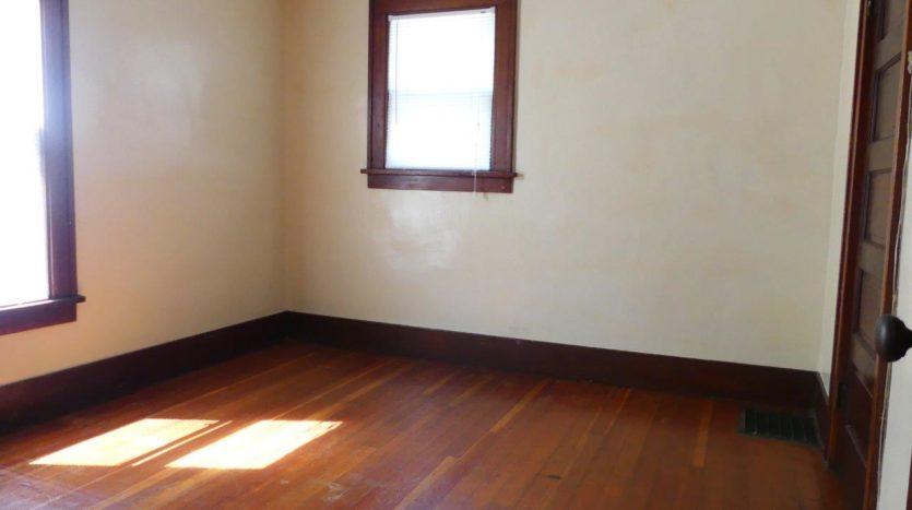 1211 4th Street in Brookings, SD - 1 Bedroom (Main Floor)