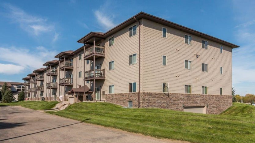 Mills Ridge Apartments in Brookings, SD - Building exterior