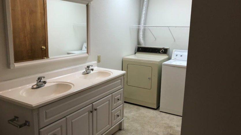 913 A/B 1st Street - Unit B Bathroom & Laundry