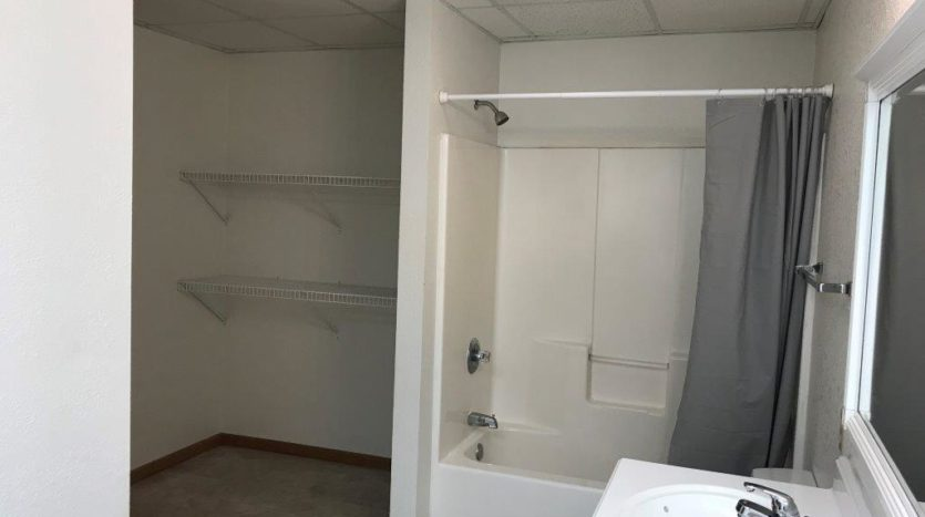 913 A/B 1st Street - Unit B Bathroom Shower