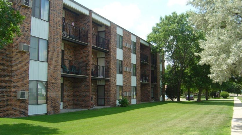 Arrowhead Apartments in Brookings, SD - Building Exterior