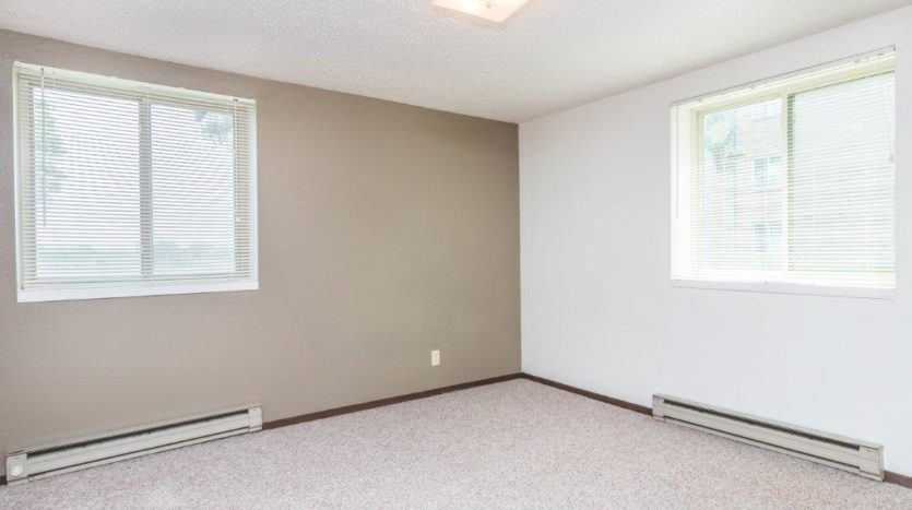 Onaka Village Apartments in Brookings, SD - Bedroom 2