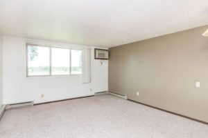 Onaka Village Apartments in Brookings, SD - Living Room