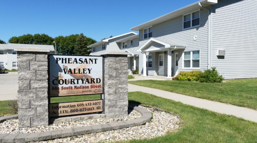 Pheasant Valley Courtyard Townhomes in Milbank, SD - Building Exterior