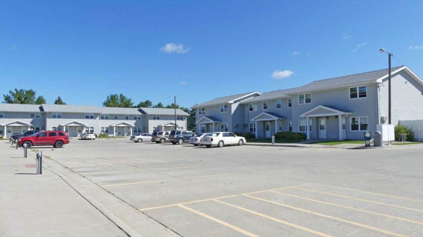 Pheasant Valley Courtyard Townhomes in Milbank, SD - Building Exterior/Parking Lot