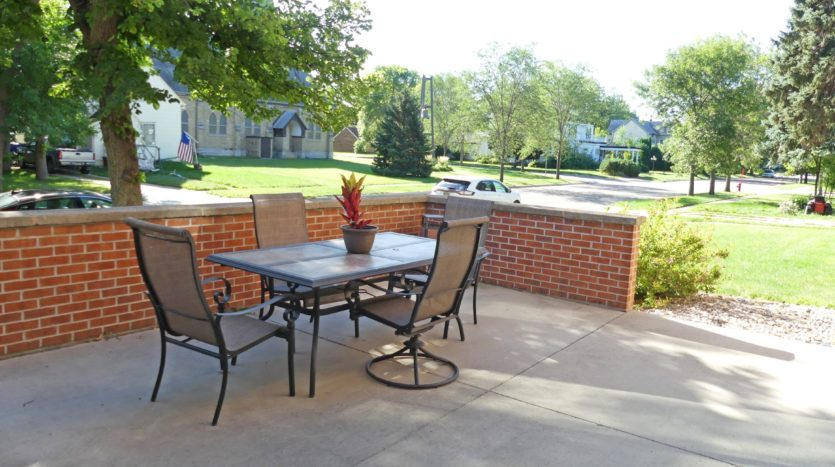Pheasant Valley Courtyard Apartments in Milbank, SD - Patio