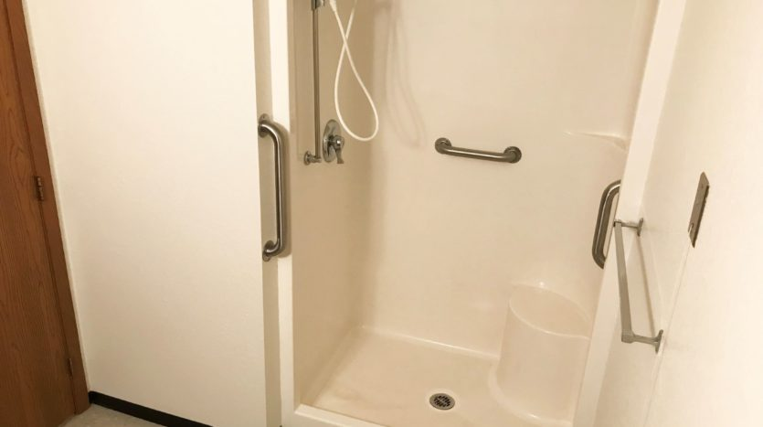 Courtyard Apartments in Huron, SD - Shower
