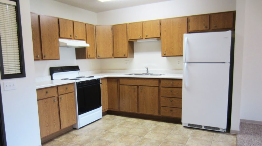 Sunrise Apartments in Yankton, SD - Kitchen