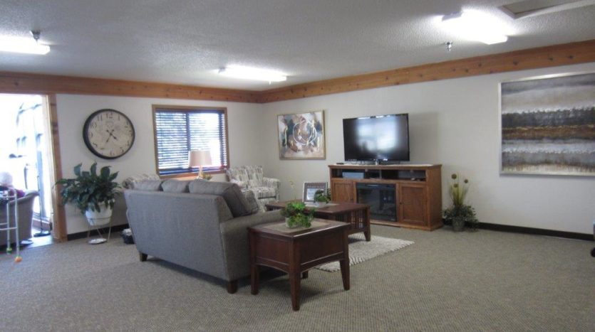 Sunrise Apartments in Yankton, SD - Comm Room TV