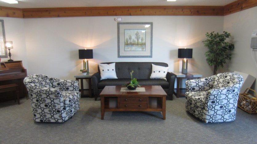 Sunrise Apartments in Yankton, SD - Comm Room Sitting Area