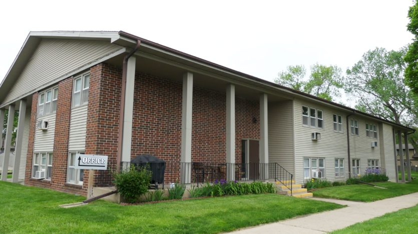 Village Green Apartments in Yankton, SD - Exterior
