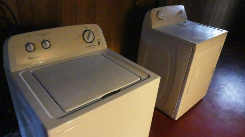 803 6th Street in Brookings, SD - Washer and Dryer