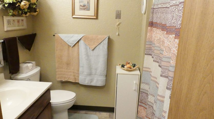 Sunchase Apartments in Brookings, SD - Bathroom