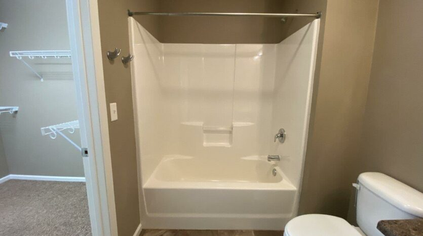 Copperleaf Townhomes in Mitchell, SD - Bathtub and Shower