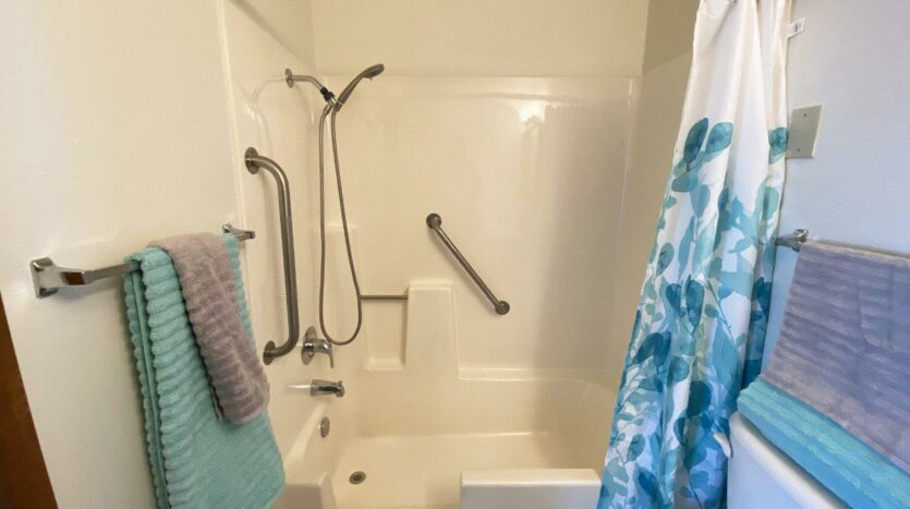 Pheasant Valley Courtyard Apartments in Milbank, SD - Bathroom Shower